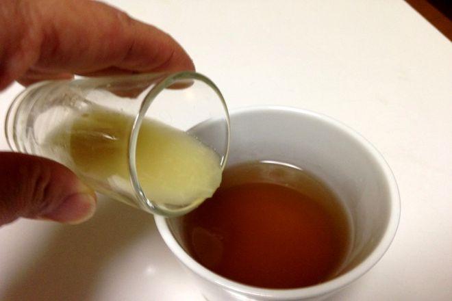 玉ネギの薄皮煮汁(生姜入り)