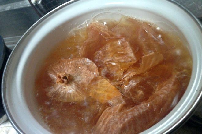 鍋に水を入れて火にかけます。